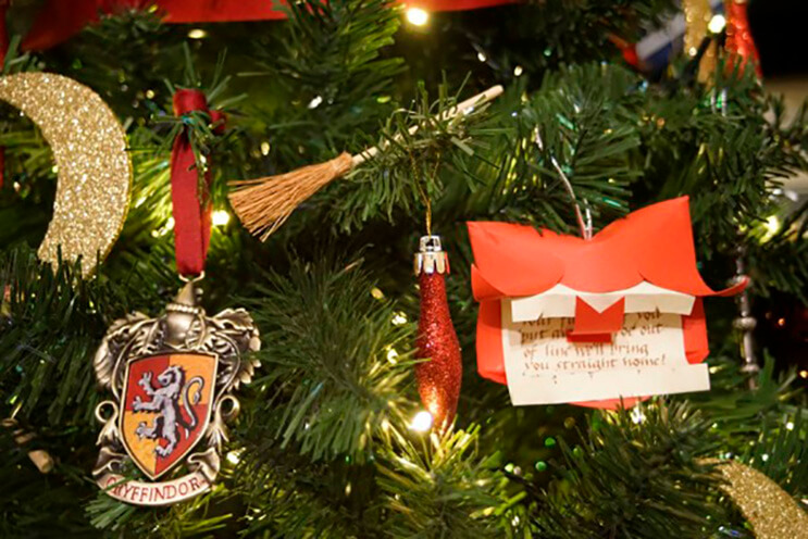 este-arbol-de-harry-potter-le-da-verdadera-magia-a-la-navidad-6