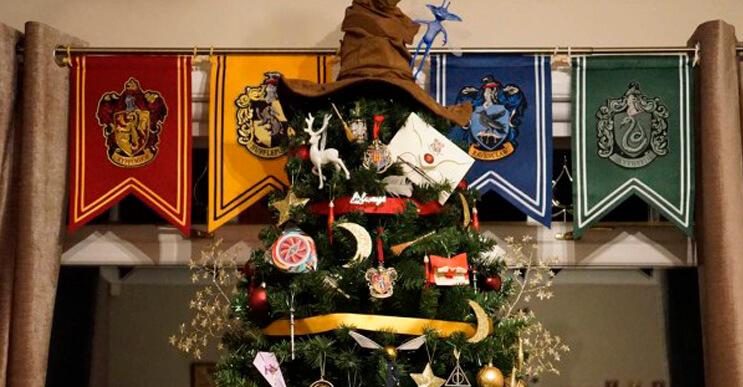 Este árbol de Harry Potter le da verdadera magia a la navidad