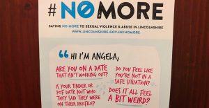 Este original letrero en un bar ayuda a las mujeres a deshacerse de los hombres
