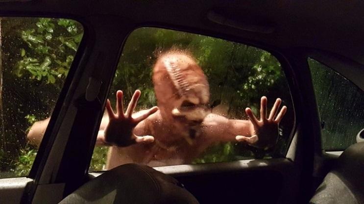 extraterrestres-secuestran-a-una-pareja-y-se-convierte-en-la-mejor-broma-viral