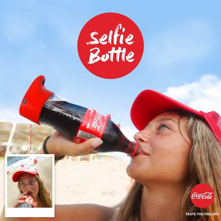 la-botella-selfie-de-coca-cola-permite-compartir-fotos-mientras-uno-toma-su-bebida