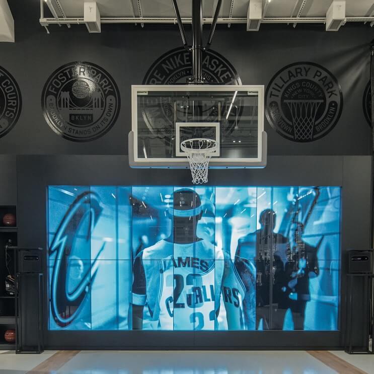 la-nueva-tienda-interactiva-de-nike-nos-muestra-que-estos-espacios-son-mucho-mas-que-pura-venta-6