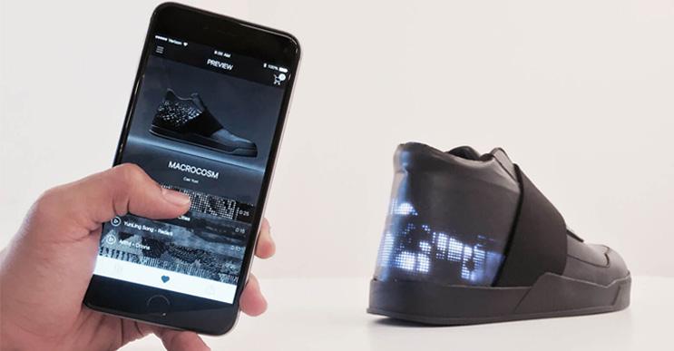 Las zapatillas del futuro no se amarran solas: proyectan cosas
