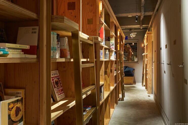 si-eres-fanatico-de-los-libros-este-hotel-es-para-ti-stands