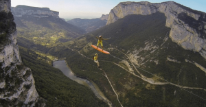 Si lo que desean es surfear a 600 metros de altura, ahora ya es posible