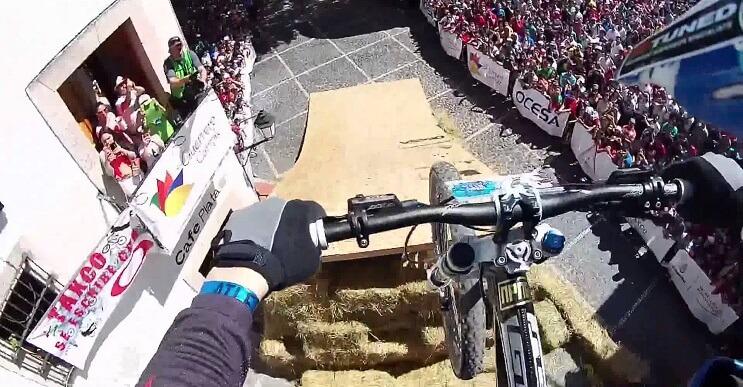 Un recorrido en bicicleta de lo más extremo por las concurridas calles de México