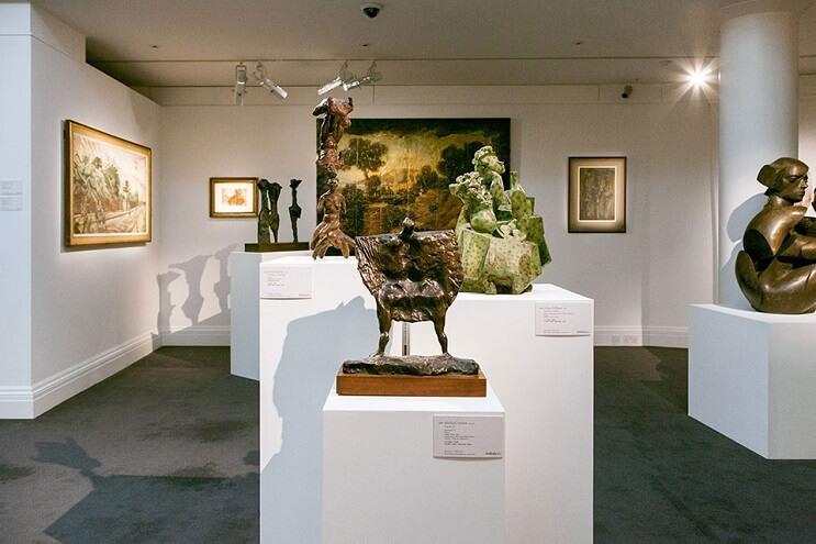 un-recorrido-por-la-coleccion-privada-de-arte-de-david-bowie-marron