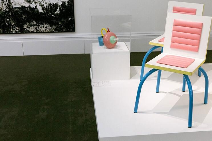 un-recorrido-por-la-coleccion-privada-de-arte-de-david-bowie-silla
