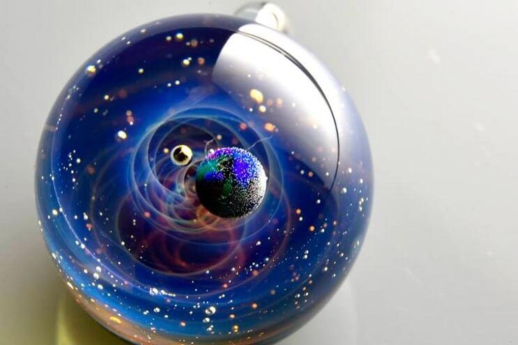 asombrosos-universos-en-miniatura-hechos-con-vidrio-y-cristal-02