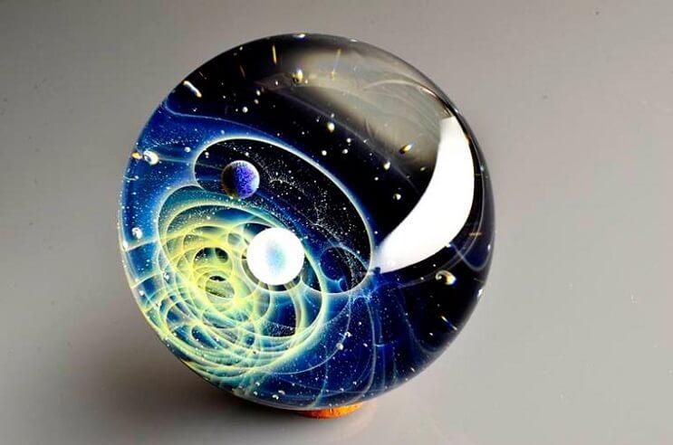 asombrosos-universos-en-miniatura-hechos-con-vidrio-y-cristal-06