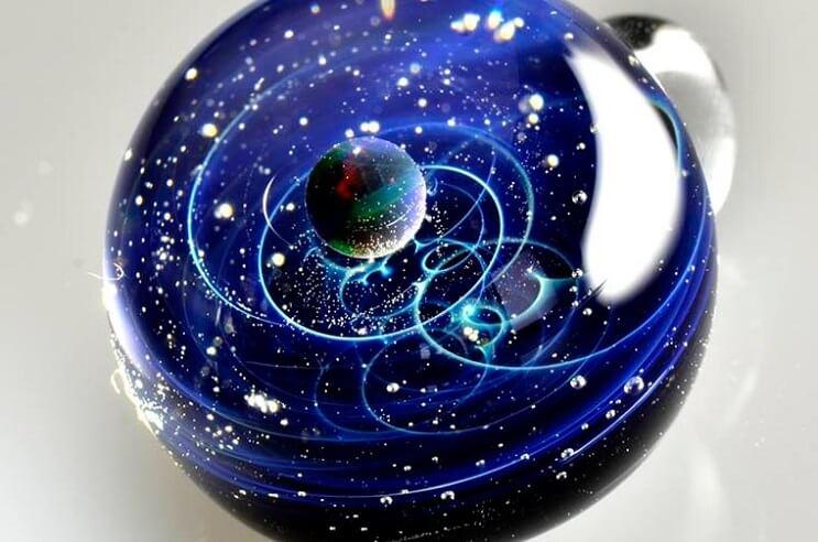 asombrosos-universos-en-miniatura-hechos-con-vidrio-y-cristal-08