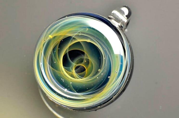 asombrosos-universos-en-miniatura-hechos-con-vidrio-y-cristal-10