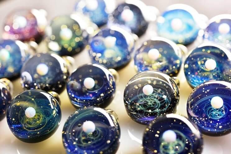 asombrosos-universos-en-miniatura-hechos-con-vidrio-y-cristal-12