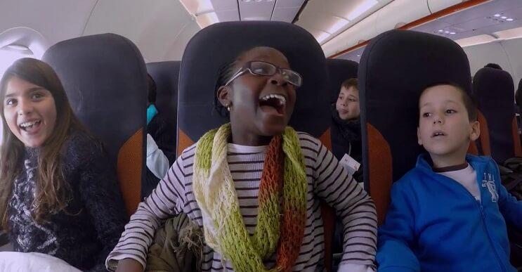 EasyJet regala a un grupo de niños la magia del primer vuelo en esta navidad