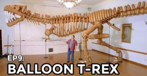 Este dinosaurio es puro diseño con globos