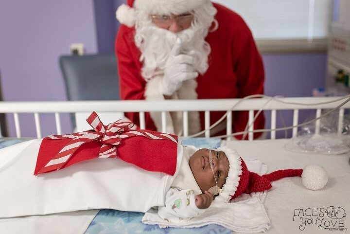 estos-bebes-prematuros-son-envueltos-como-regalos-de-navidad-para-mantenerlos-calientes-dormido