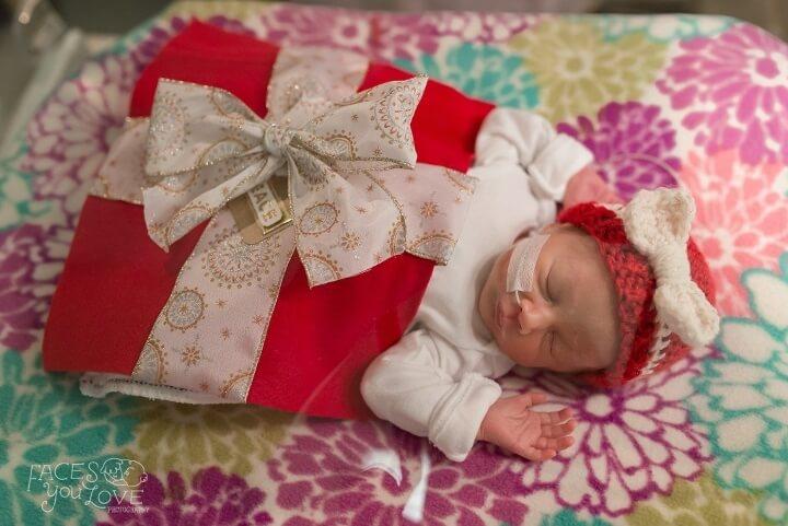 estos-bebes-prematuros-son-envueltos-como-regalos-de-navidad-para-mantenerlos-calientes-paquete