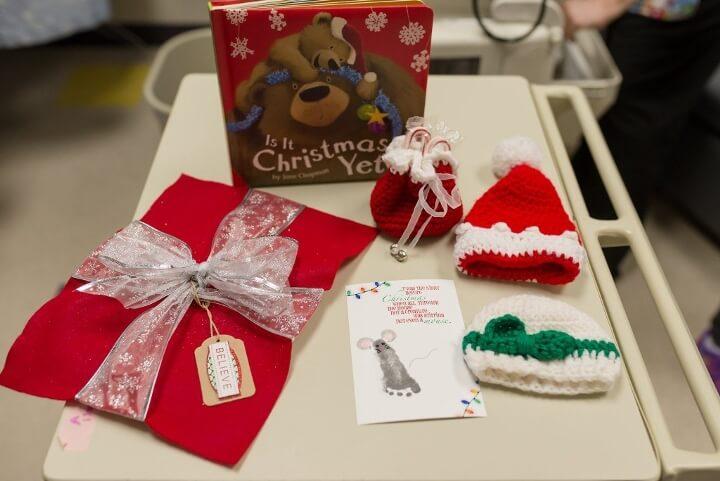 estos-bebes-prematuros-son-envueltos-como-regalos-de-navidad-para-mantenerlos-calientes-regalos