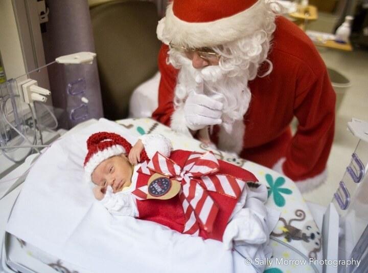 estos-bebes-prematuros-son-envueltos-como-regalos-de-navidad-para-mantenerlos-calientes-santa-claus