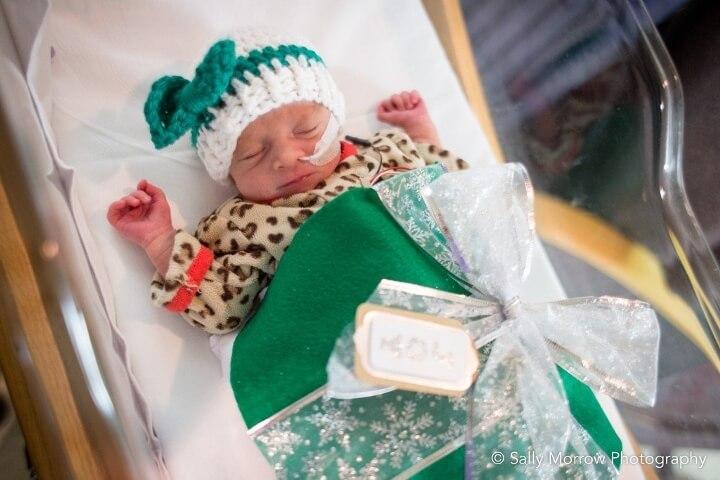 estos-bebes-prematuros-son-envueltos-como-regalos-de-navidad-para-mantenerlos-calientes-verde