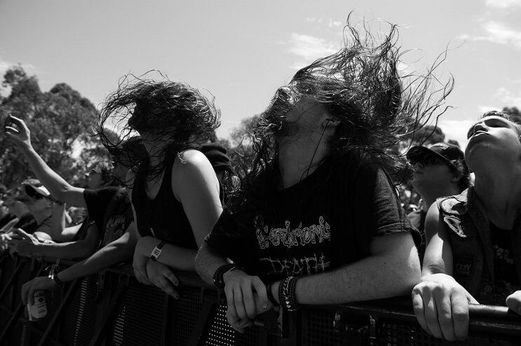 la-pasion-por-la-musica-en-estas-fotos-de-fanaticos-en-plenos-conciertos-01