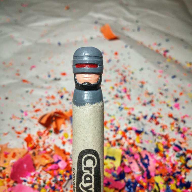 lo-que-este-artista-hace-con-las-crayolas-es-algo-increible-robocop