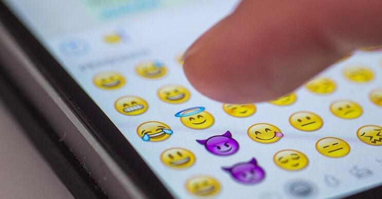 Inusual oferta de empleo busca un traductor de emojis