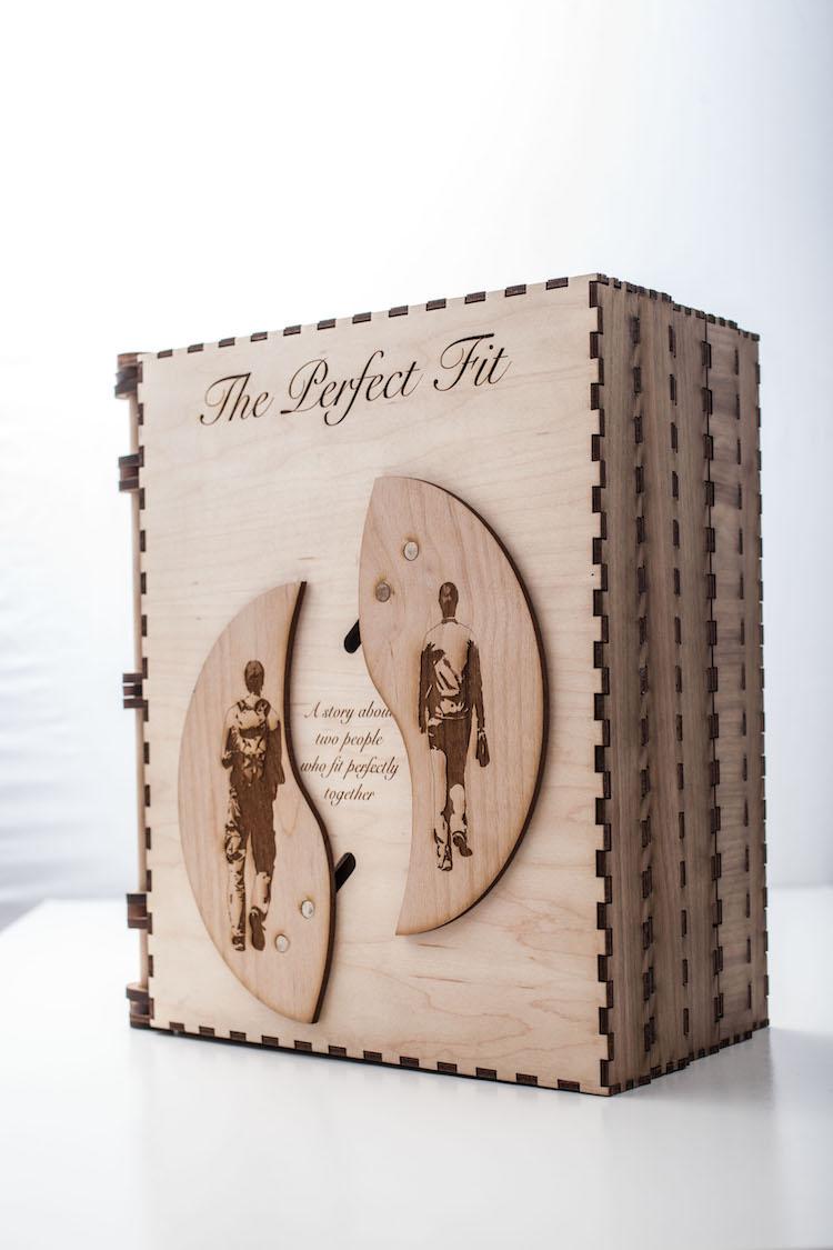 un-novio-creo-este-libro-lleno-de-acertijos-para-hacer-la-propuesta-mas-original-que-existe-01