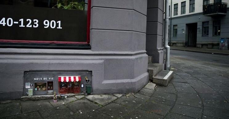 Una tienda de diminutas dimensiones en plena calle de Suecia
