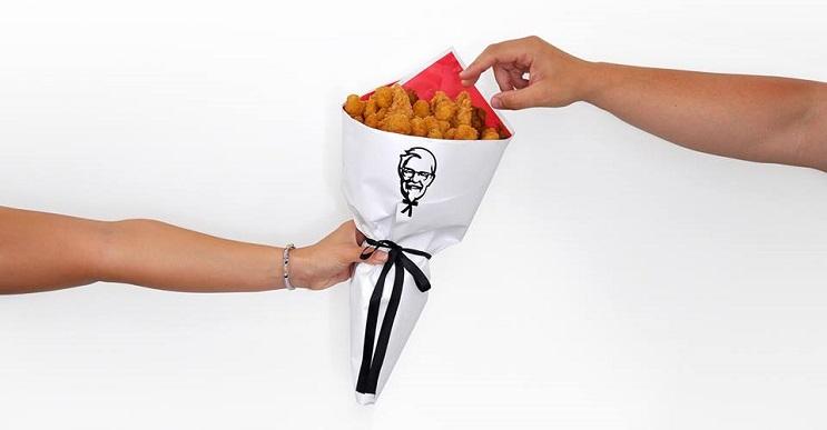 Un ramo lleno de pollo para celebrar el amor a la comida