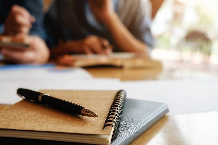 cuadernos y lapicero