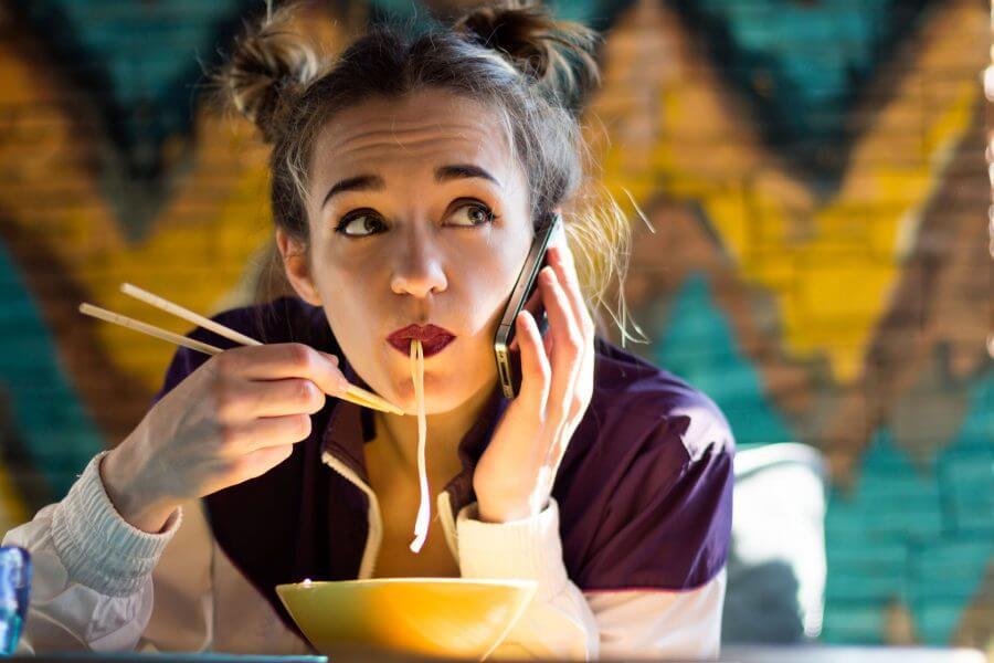Los sonidos que puedas hacer al comer son apropiados en japon