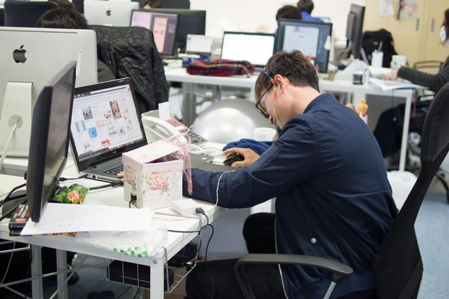 japoneses Pueden tomar siestas en horario de trabajo para evitar complicaciones en la salud