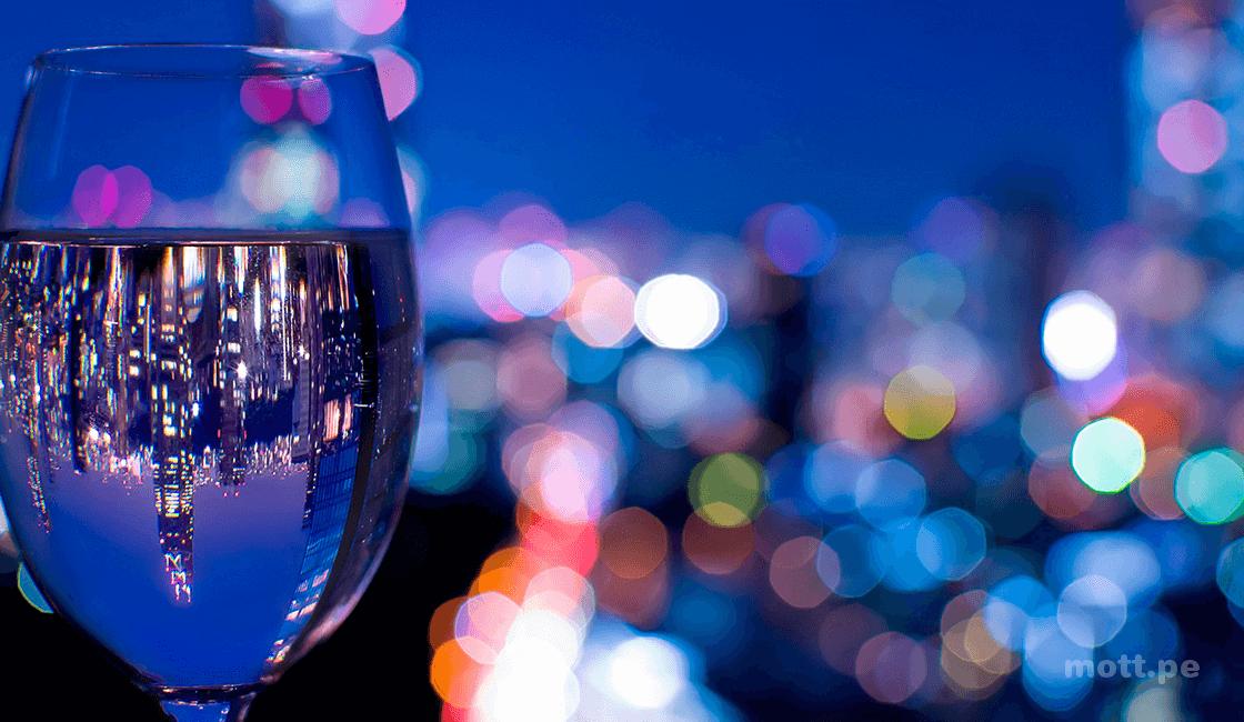 perspectiva con vasos de agua