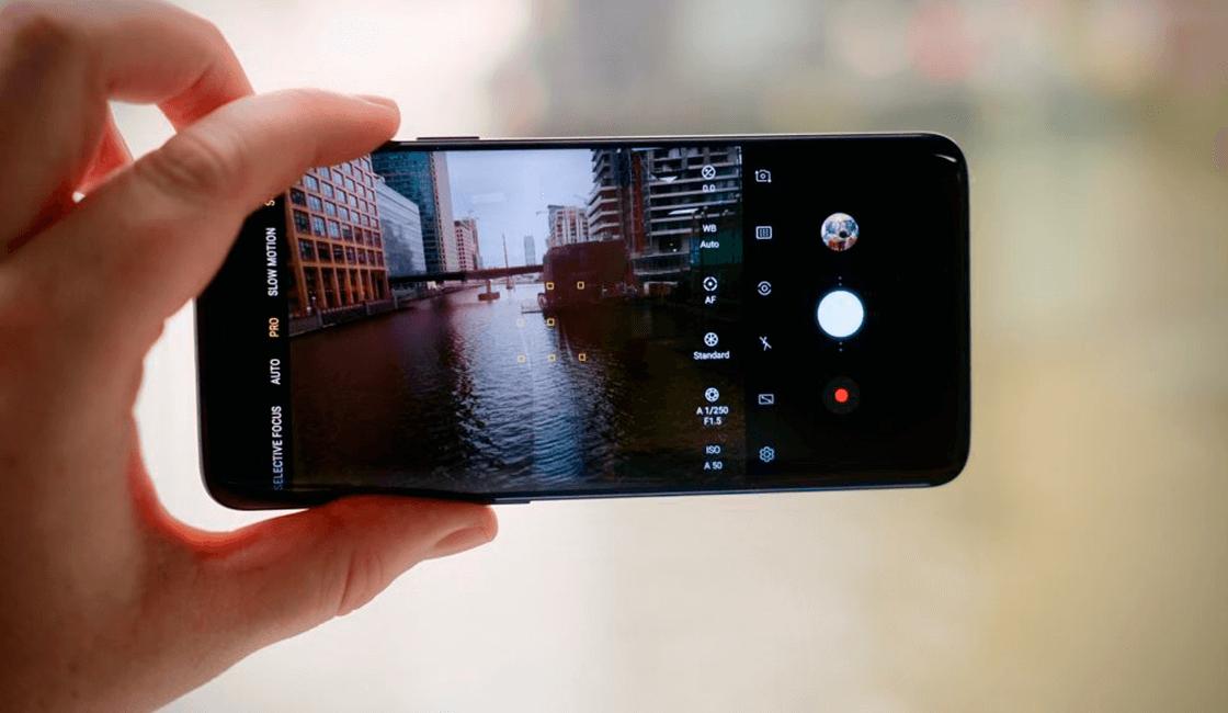 Uno-de-los-celulares-con-buena-cámara-es-Samsung-Galaxy-S9-.png