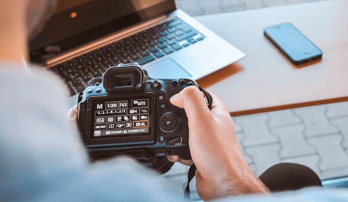Actualizar-tu-cámara-es-una-de-las-maneras-de-cómo-tomar-fotos-sin-flash