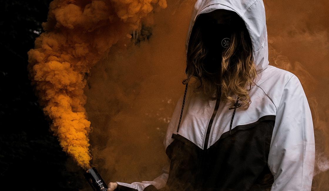 Crea-fotos-con-humos-de-colores-fascinantes-sin-revelar-la-cara-de-tu-sujeto.
