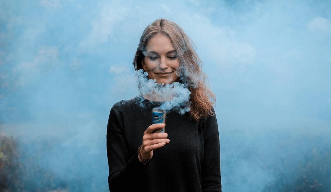 Crea-un-fondo-único-con-los-tubos-de-humo-de-colores-para-fotos-