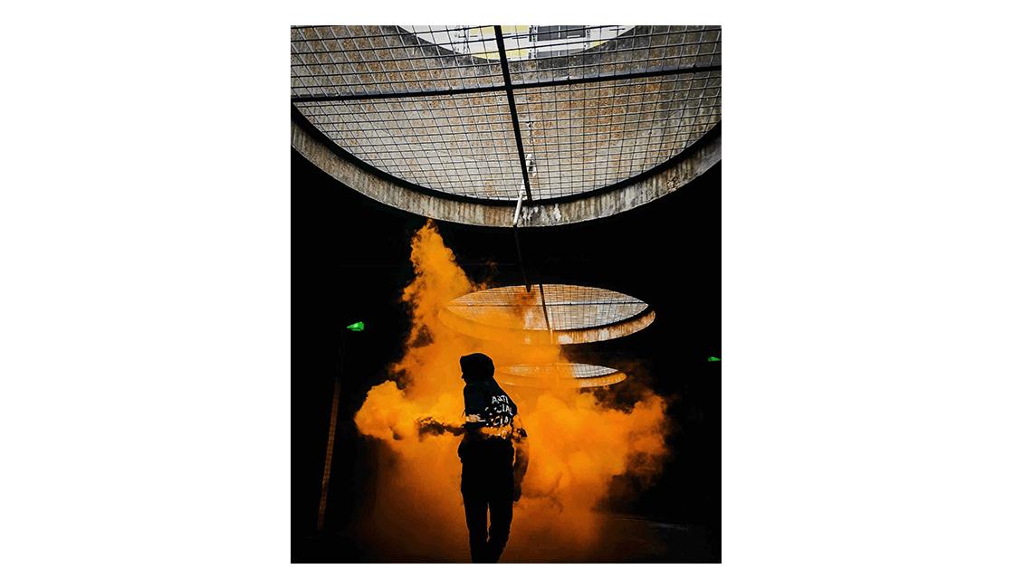 Fotografíe-siluetas-con-fotos-de-humo-de-colores.