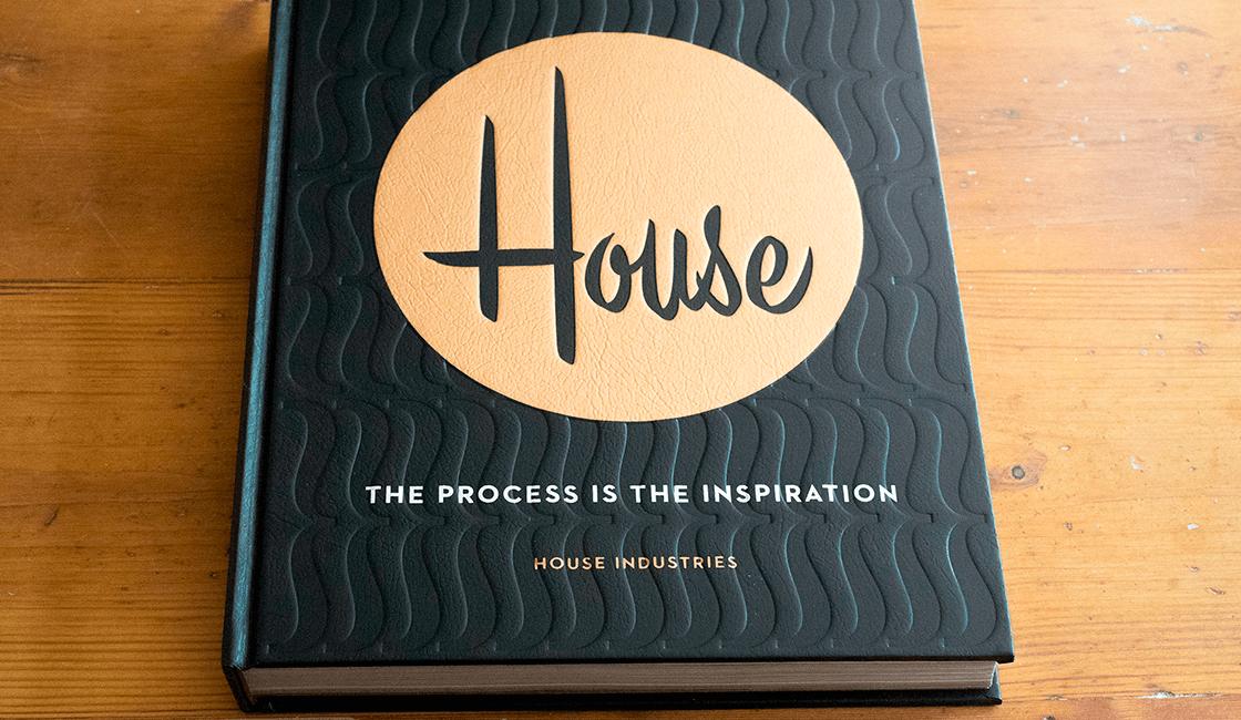 House-Industries-El-proceso-es-la-inspiración-de-Andy-Cruz-Rich-Roat-Ken-Barber-JJ-Abrams-es-uno-de-los-libros-recomendados-para-diseño-gráfico