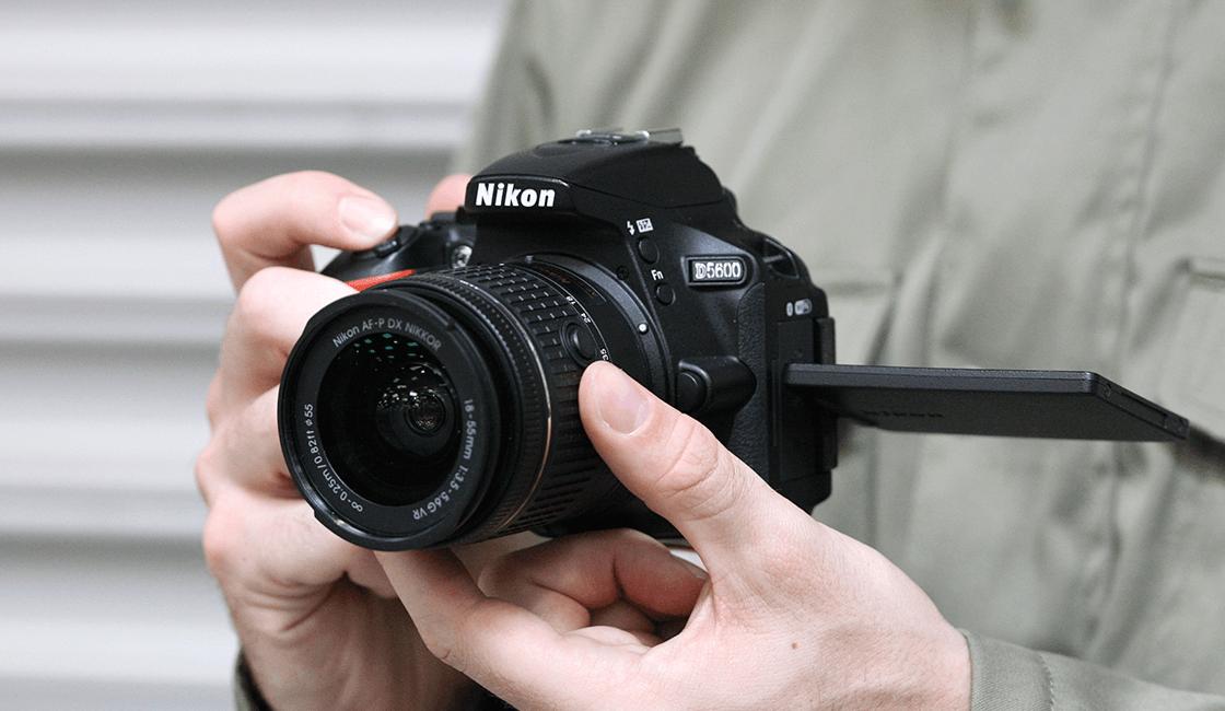 Nikon-D5600-es-de-las-mejores-cámaras-profesionales-para-principiantes