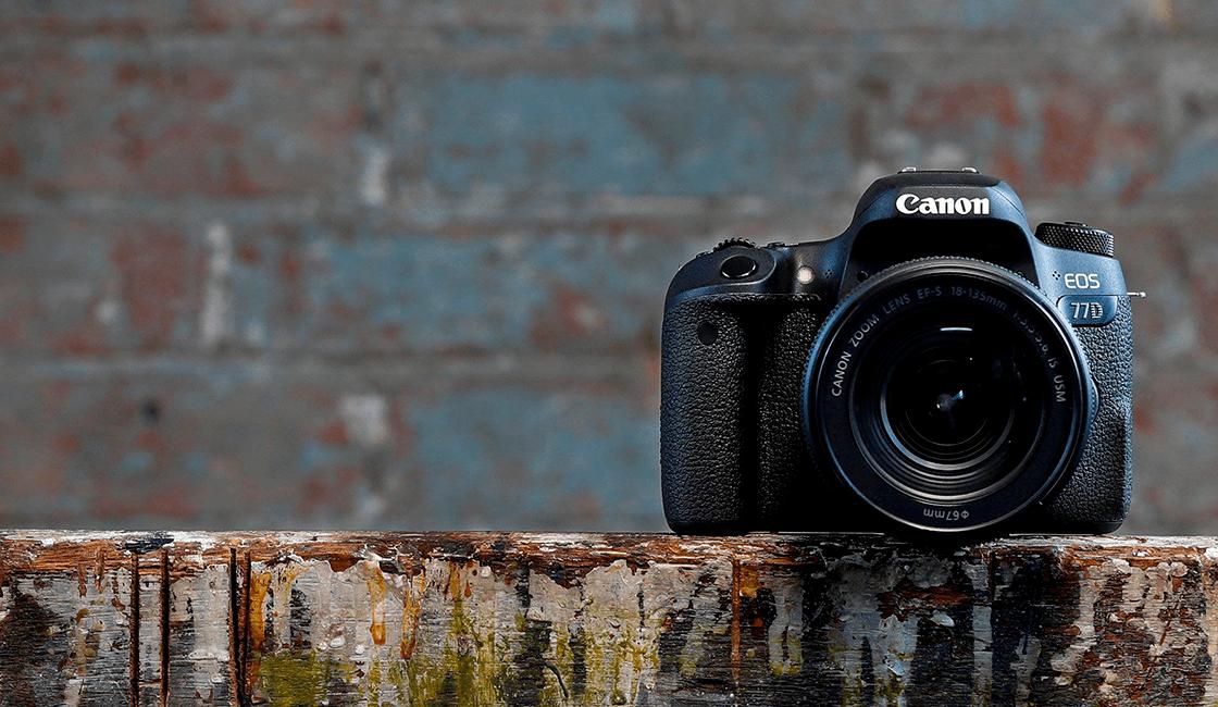 Si-estás-en-busca-de-buenas-cámaras-fotográficas-para-principiantes-debes-escoger-Canon-EOS-77D