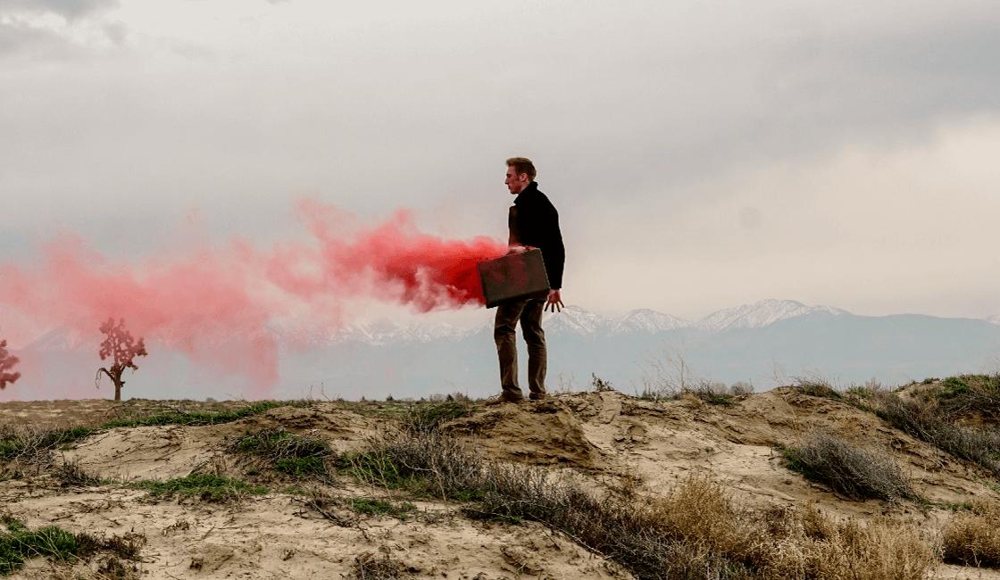 Usa-el-humo-de-colores-para-fotos-saliendo-de-un-objeto