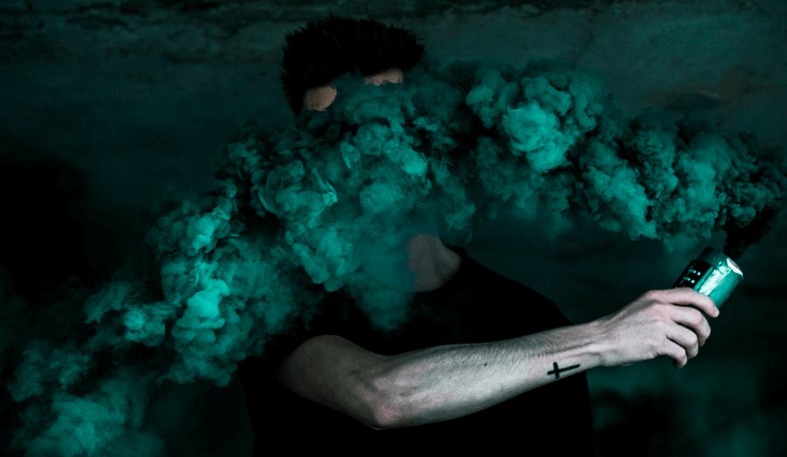 Usa-las-texturas-de-tu-humo-de-colores-para-fotografía-y-crea-imágenes-surrealistas