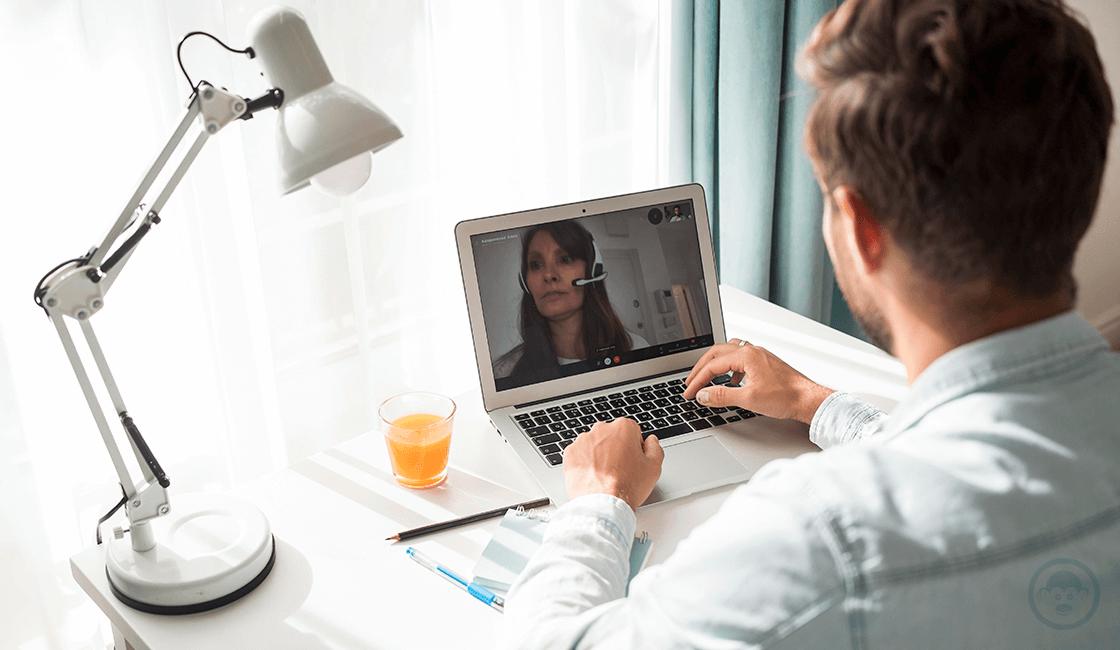 6. Haz contacto visual con el reclutador durante la entrevista remota