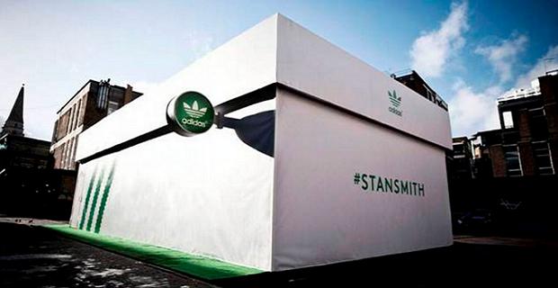 Una De Abre Tienda Forma Caja Zapatos pe Mott Adidas Con doeCxBr