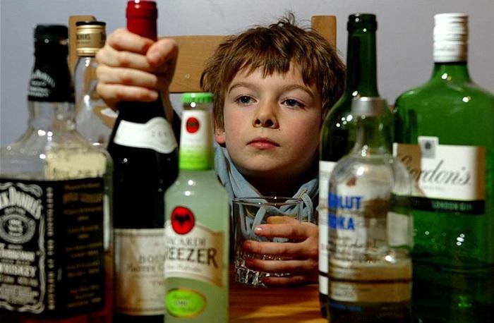 Resultado de imagen de bebida alcoholica jovenes